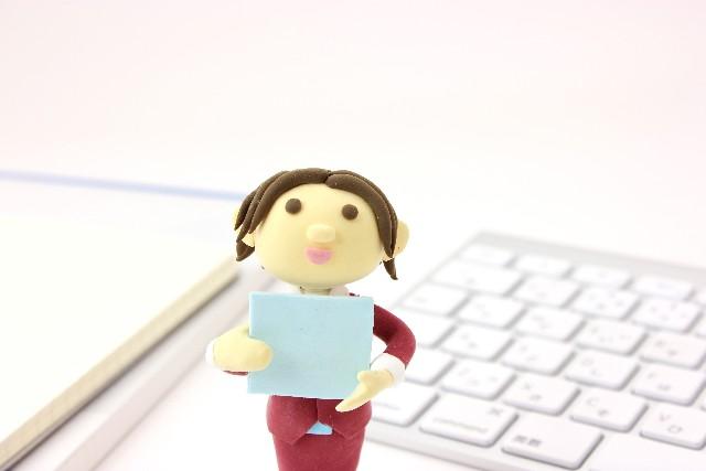 女性の就業率、初の7割